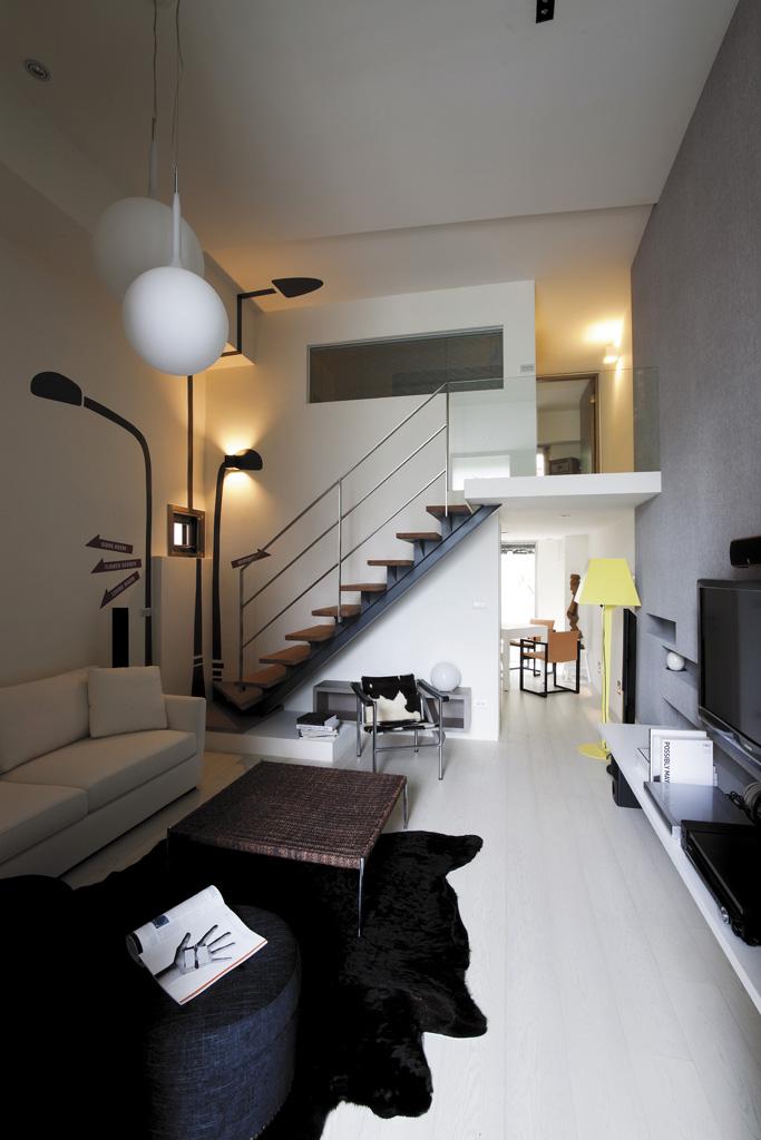 两间三层室内楼梯,一层厨房,楼梯,大厅设计图展示