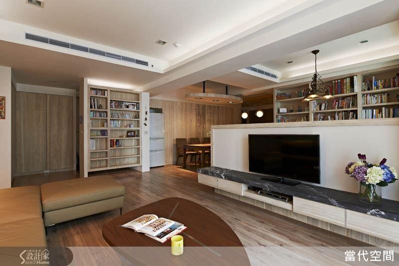 以半高的电视墙设计区分客厅与书房,让空间维持了通透的视野,却仍保有