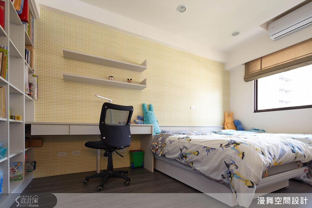 卧室床靠墙装修图片